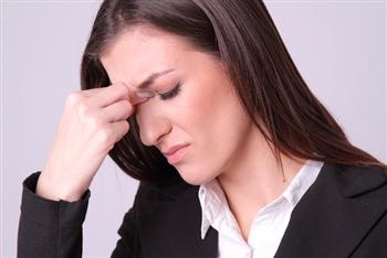 低気圧で片頭痛が起きるのはなぜ?※頭痛の治し方のポイント※ 低気圧 片頭痛 原因 治し方 低気圧